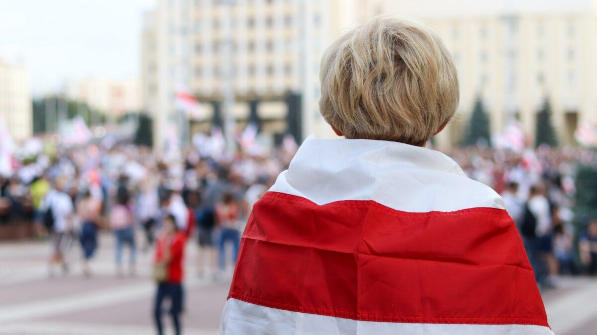 Sankcje unijne wobec Białorusi zapisane wężykiem